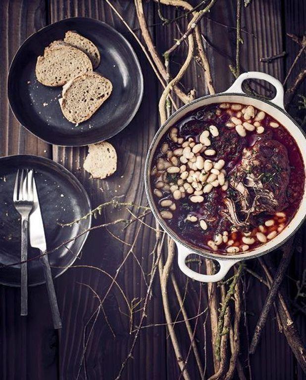 Bœuf braisé au vin rouge et aux épices, haricots blancs