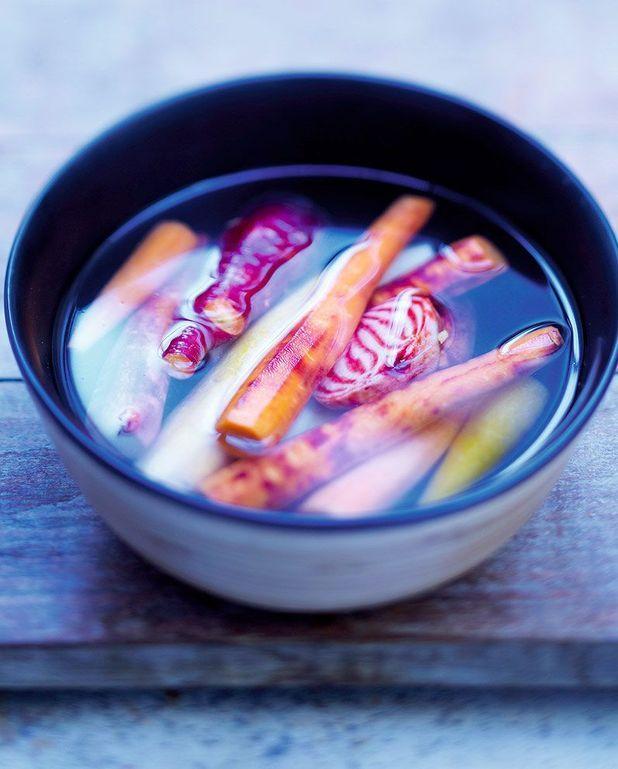 Bouillon de poireau, oignon, coriandre