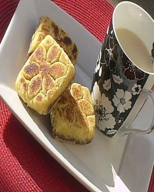 Bradj ( petit gâteau semoule fourré aux dattes )