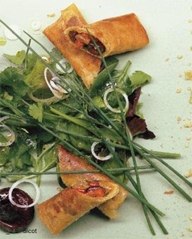 Bricks de poivron à l'ail, olives noires et raisins secs