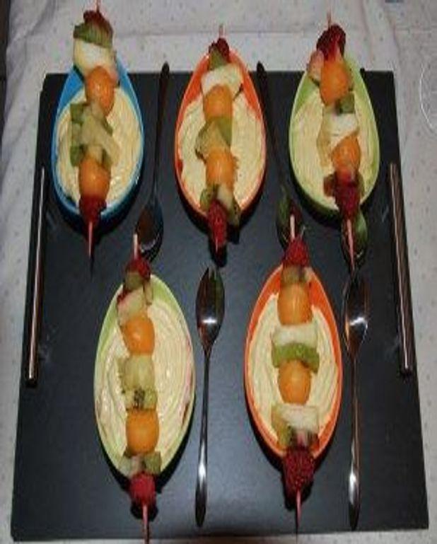 Brochette de fruits à la crème