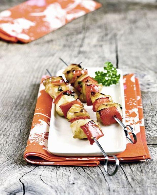 Brochettes de blancs de poulet et poivrons farcis