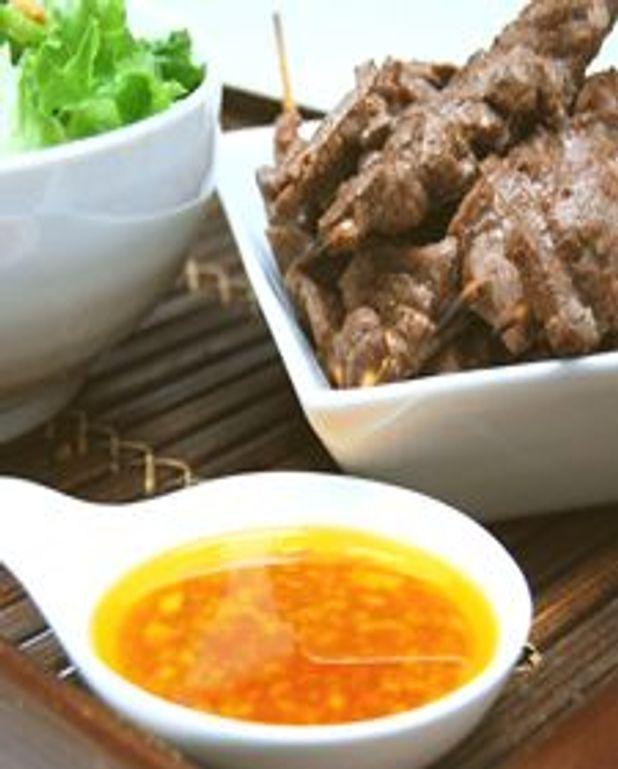 Brochettes de boeuf et salade asiatique