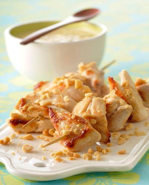 Brochettes de porc rissolées aux fruits et amandes