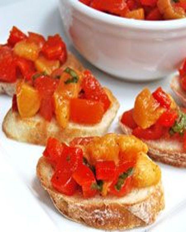 Bruschettas pêches et poivrons grillés