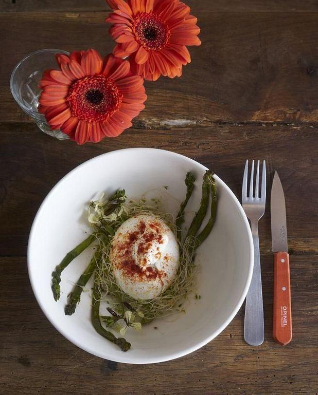Burrata rouge et asperges vertes