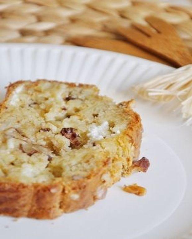 Cake au chèvre, noix et oignon