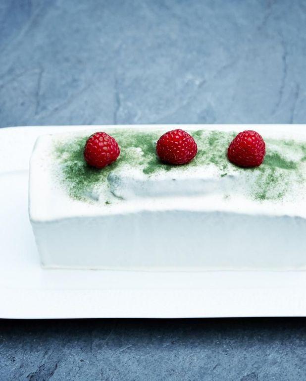 Cake matcha, chocolat blanc et framboises de Pierre Hermé