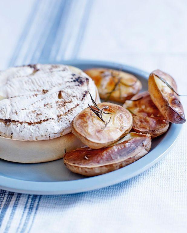 Camembert au four et pommes soufflées