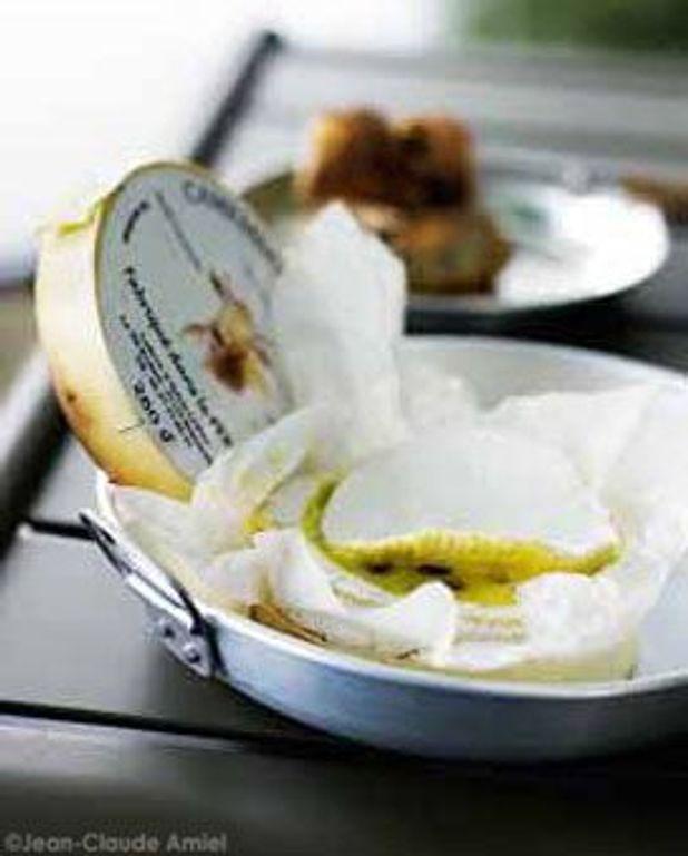 Camembert grille dans sa boite