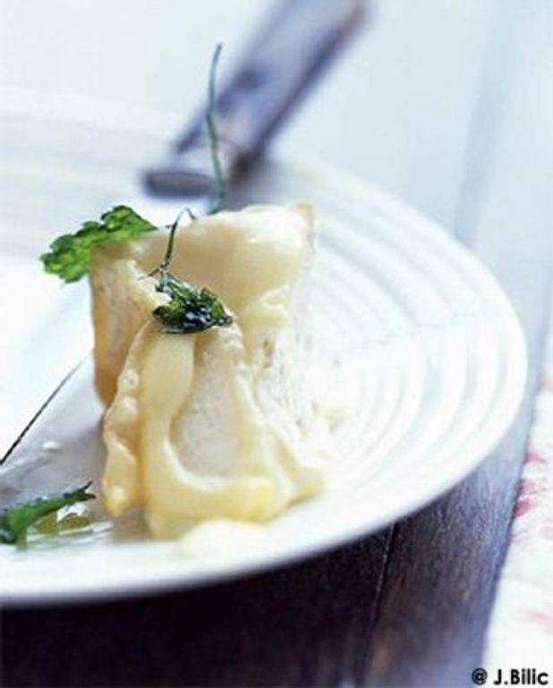 Camembert poêlé au persil frit