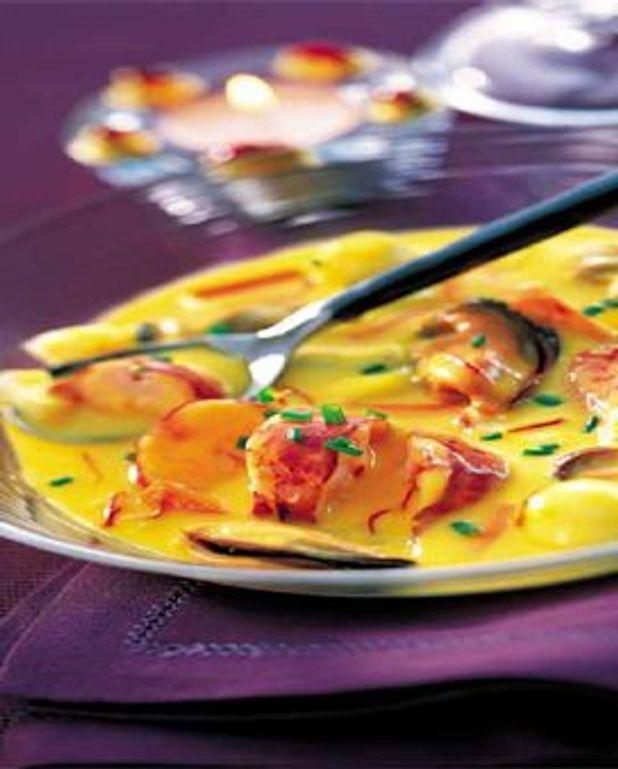 Cassolette de homard, palourdes et moules au safran