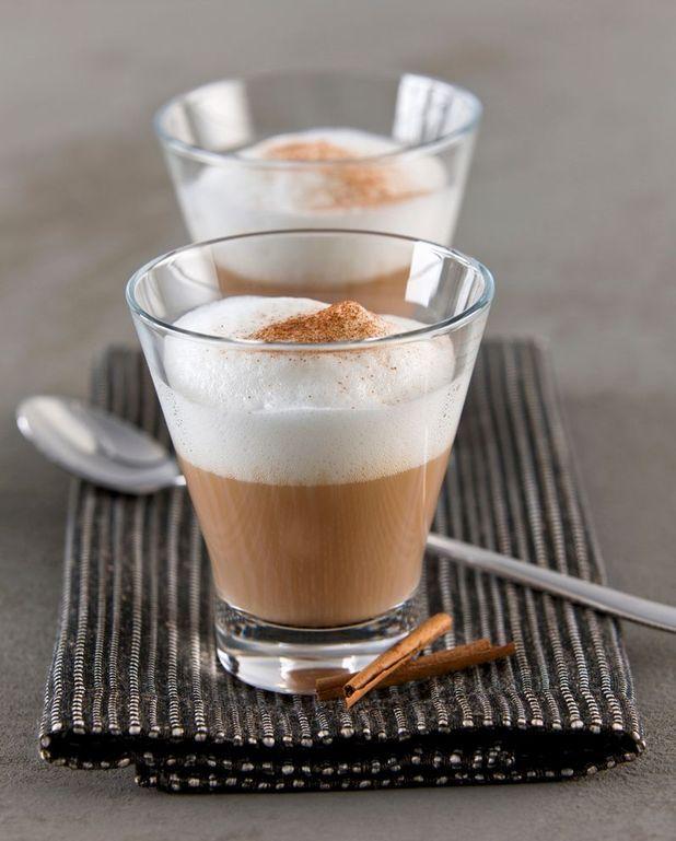 Chai latte aux épices indiennes