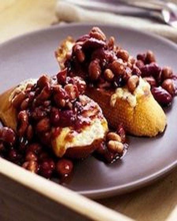 Chili de haricots sur baguettes