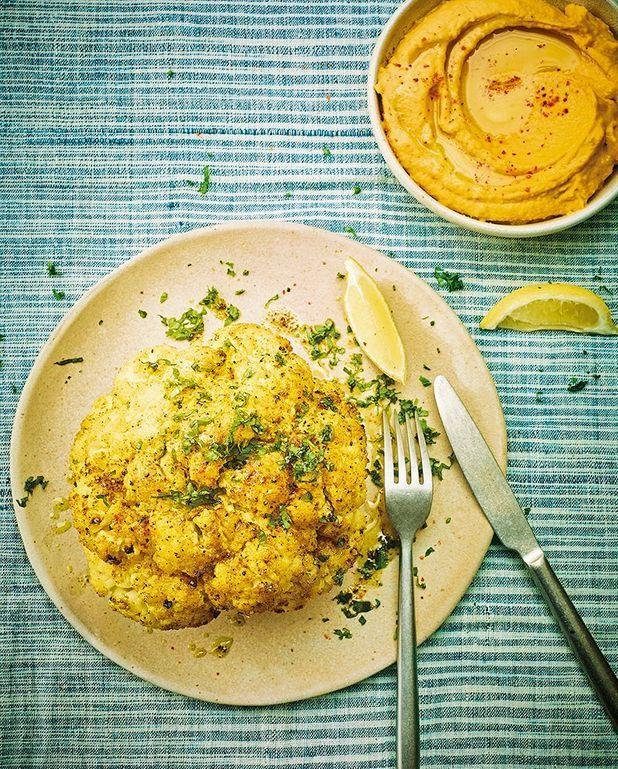 Chou-fleur rôti, houmous de patate douce et pois chiches