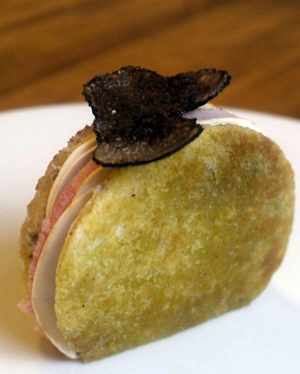 Club sandwich à la truffe et champignons de Paris en entrée de Paul-Arthur Berlan, chef du Metropolitain