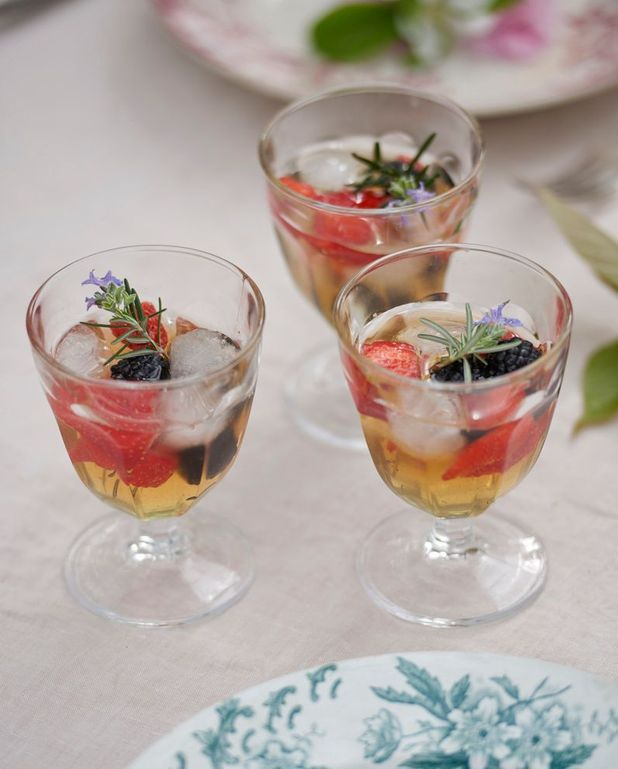 Cocktail au bourbon et fruits rouges
