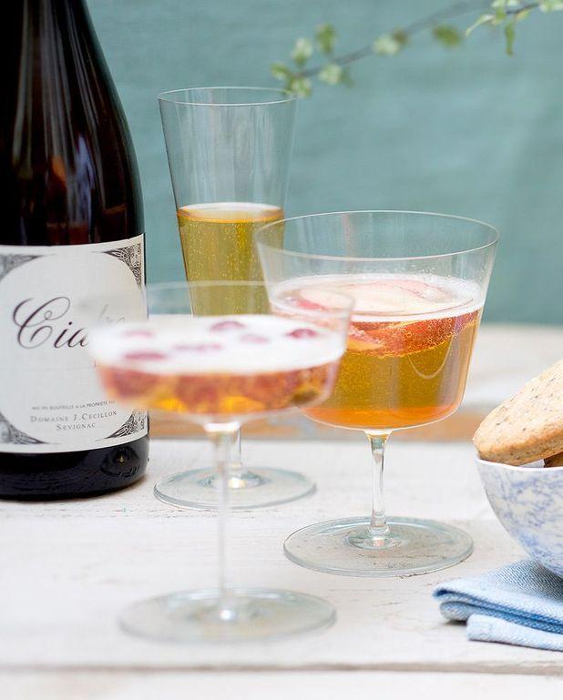 Cocktail au cidre et jus de fraise