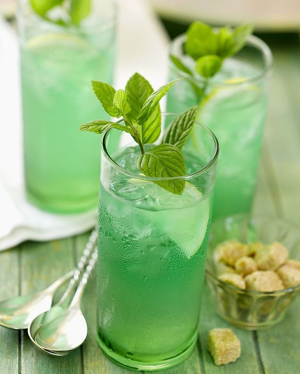 Cocktail au rhum et à la menthe