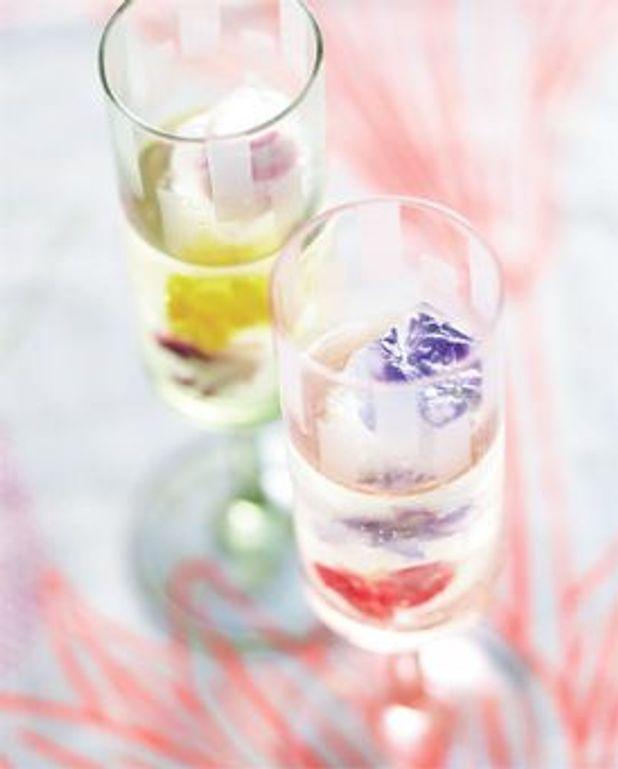Cocktail aux glaçons fleuris