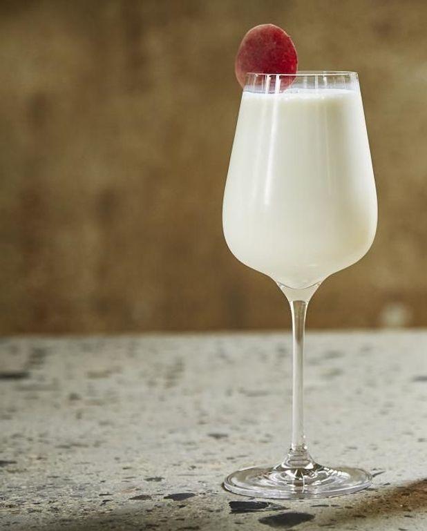 Cocktail rhum nectarine façon Piña colada