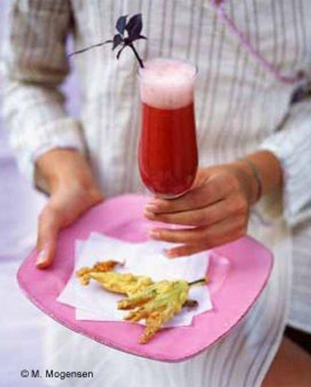 Cocktail rubis et tempura de fleur de courgettes