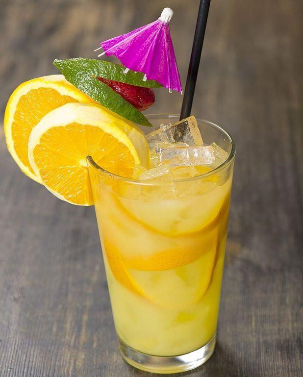 Cocktail scorpion au rhum blanc et orange