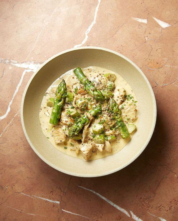 Cocotte de veau aux asperges, crème à l'anis vert et fenouil de Cyril Lignac