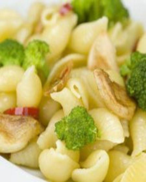 Conchiglies aux brocolis et à l'ail confit