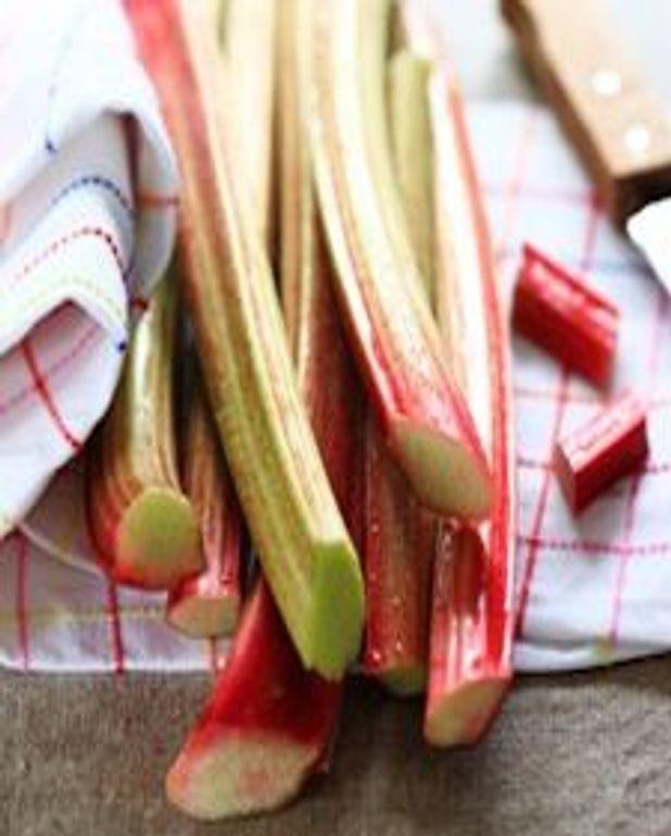 Confit de rhubarbe aux fraises et vodka