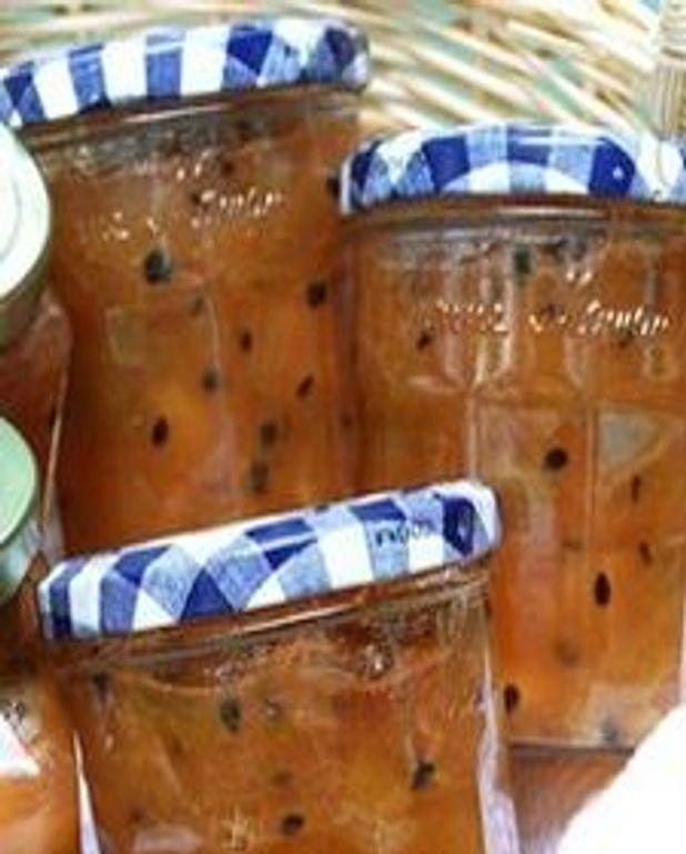 Confiture de rhubarbe, pommes et fruits de la passion