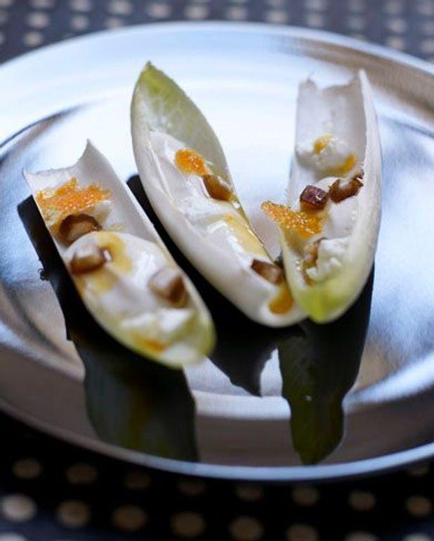 Coquilles d'endives au soja, dés de datte et petit billy