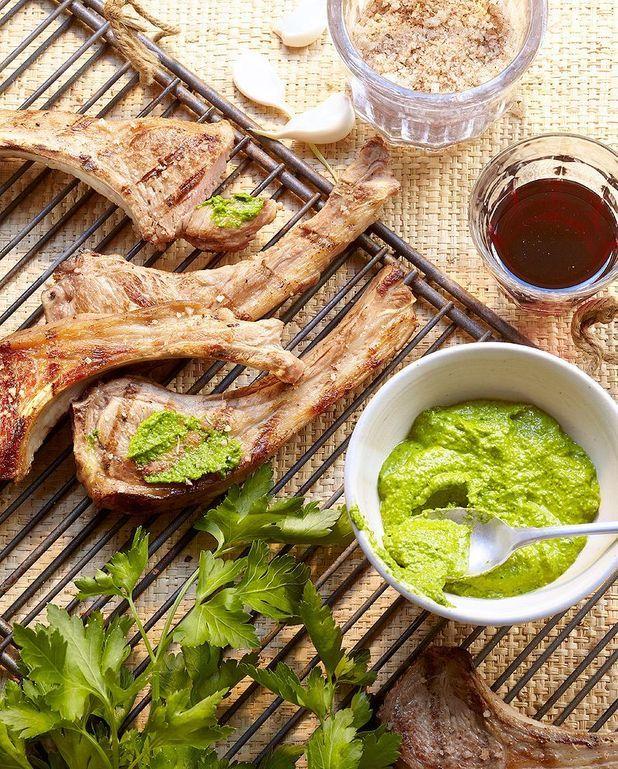 Côtelettes d'agneau grillées, pistou de persil