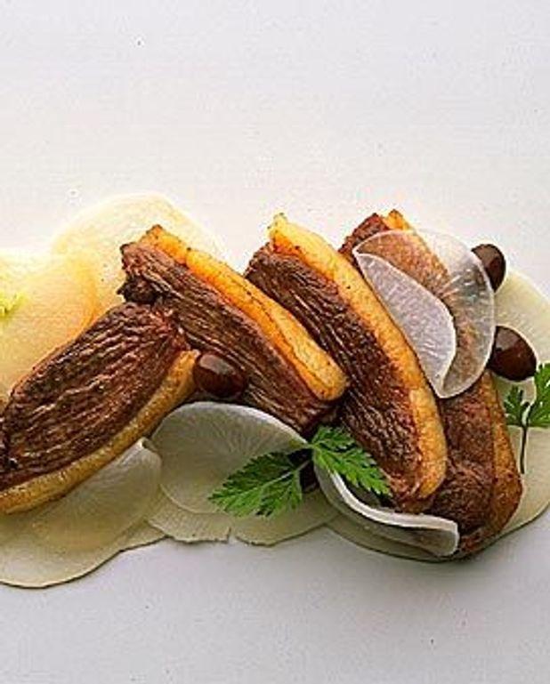 Côtelettes de canard gras, salade de navets tièdes