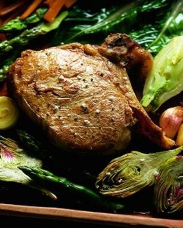 Côtes de veau à  la jardinière de légumes printaniers