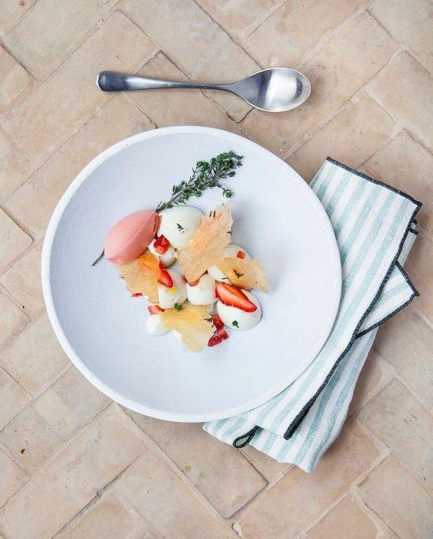 Crème chibouste au romarin, sorbet fraise