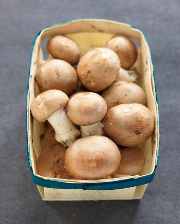 Crème de champignons au romarin et à l'ail rôti