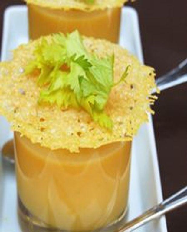 Crème de courge butternut, dentelles croustillantes au parmesan