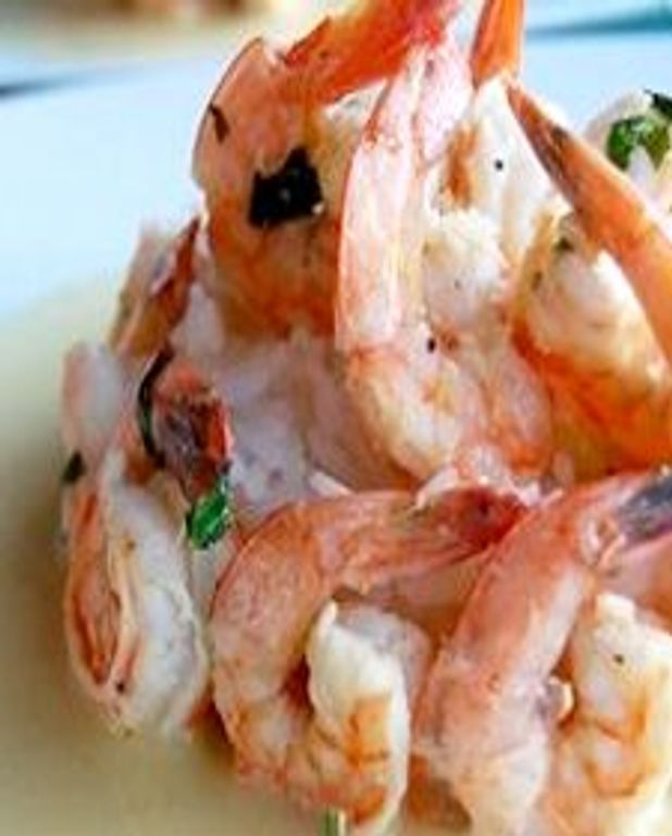 Crevettes grillées au vin rosé, au basilic et au beurre blanc à la bisque