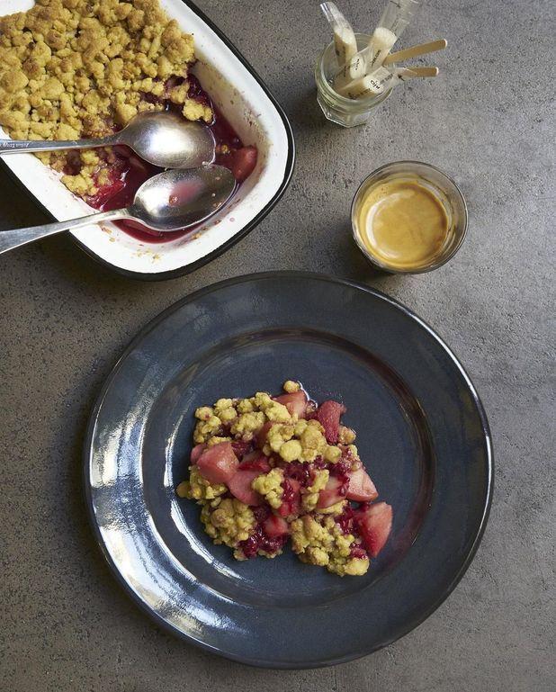Crumble pommes framboises pistaches