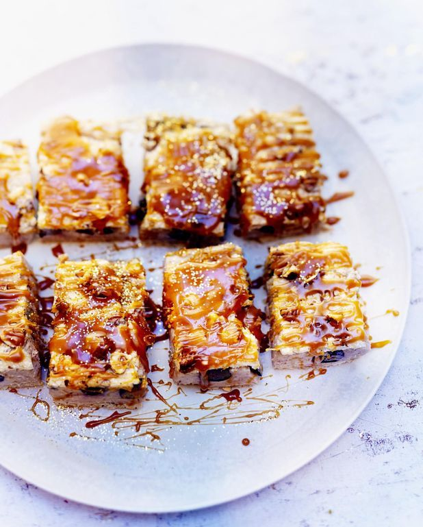 Dacquoise, marron, caramel et myrtilles