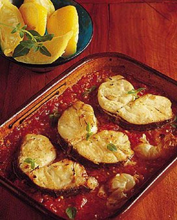 Darnes de merlu à la tomate et au basilic