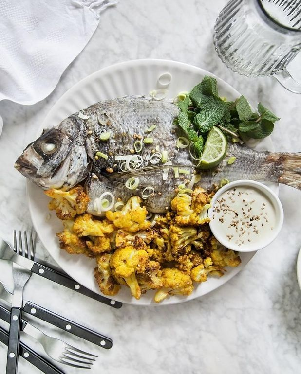 Daurade, chou-fleur rôti, sauce tahini