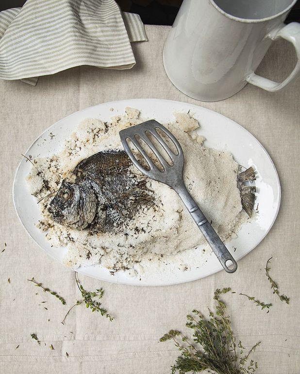 Daurade en croûte de sel au thym, sauce chien