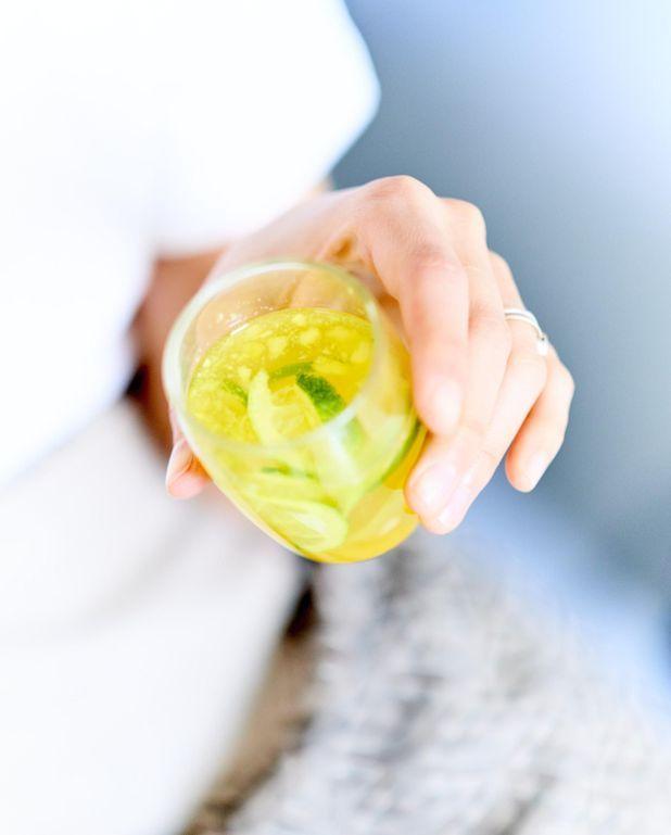 Detox water curcuma, ananas, citron vert
