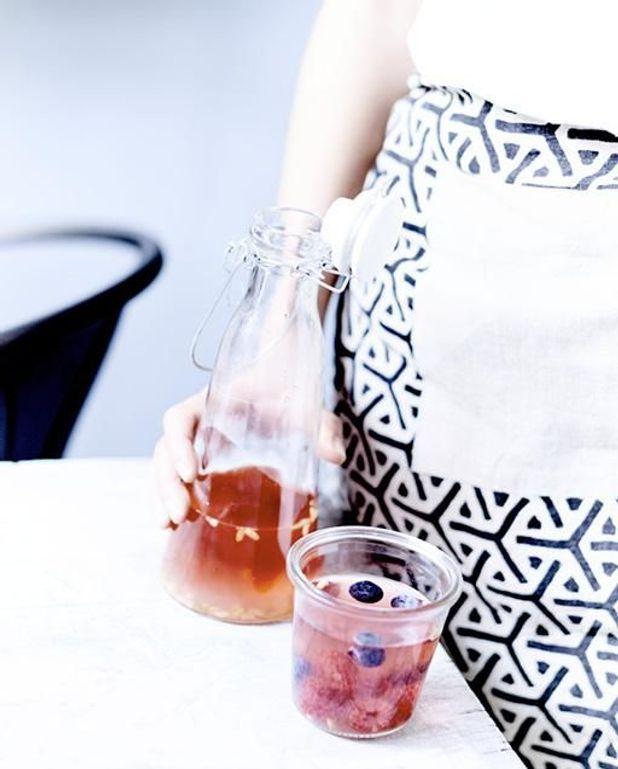 Detox water thé genmaicha et fruits rouges