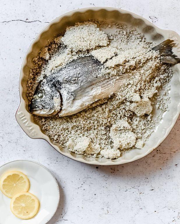 Dorade en croûte de gros sel de Camargue