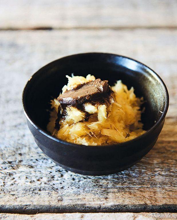 Écrasé de panais et beurre d'ail noir