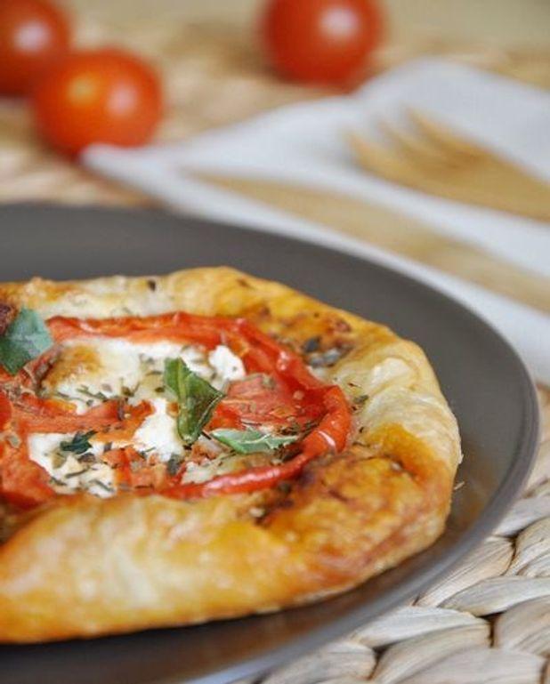 Feuilletés tomate et fromage de chèvre à la provençale