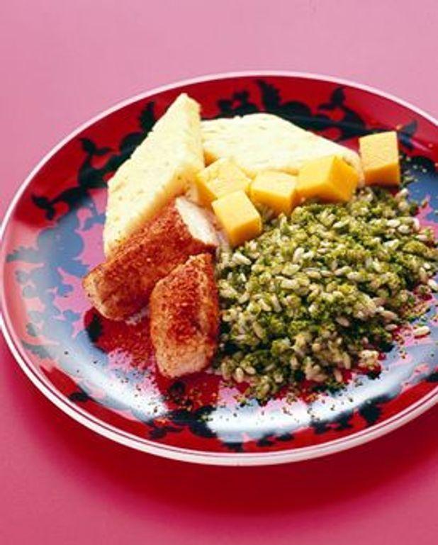 Filet de lapin aux épices, riz vert et fruits